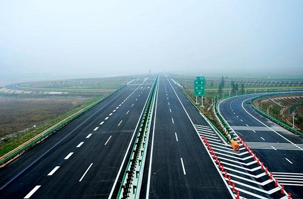 高速公路标线施工_济南车位划线|停车场划线|道路